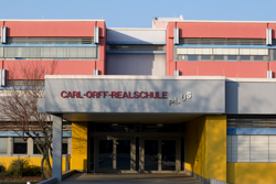 Haupteingang der Carl-Orff-Realschule plus
